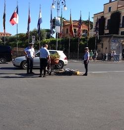 Continua la guerra al palo di piazza Tasso: nella notte l'ennesimo incidente