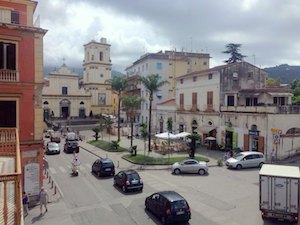 Scomparsa la statua di Sant'Agnello dall'omonima piazza