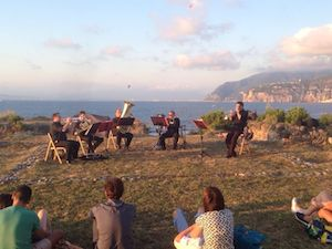Sorrento incantata: che spettacolo la musica al tramonto alla Regina Giovanna