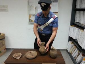 Reperti archeologici in auto, 3 denunciati