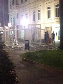 La Sant'Agnello della sicurezza zero: gabbia montata di notte senza rispettare alcuna regola