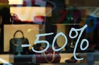 Dal 5 gennaio via ai saldi, ogni famiglia spenderà 330 euro