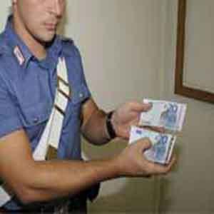 Spaccio di soldi falsi a Sorrento e Vico Equense, 2 arresti