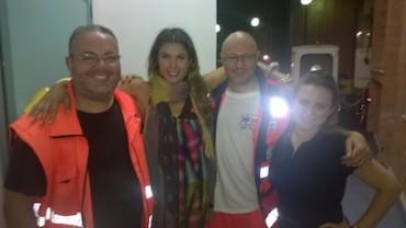 La foto-ricordo della Canalis a Capri con il personale del 118
