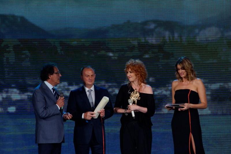 Lo spettacolo del Premio Caruso a Marina Grande, vince Fiorella Mannoia -foto e video-