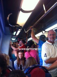 Biglietterie chiuse e multe ai viaggiatori, è sempre caos Circum