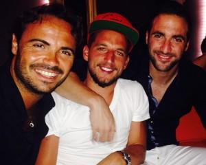 """Mertens e Higuain in vacanza: """"A Ibiza. L'amore napoletano"""""""