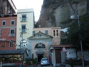 Completato il restauro della cappella di Marina Piccola