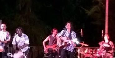 Sorrento e la musica d'estate: Sandro Joieux conquista piazza Lauro
