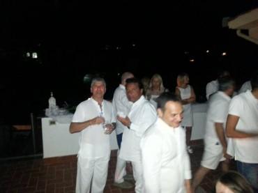La Concordia lascia il Giglio e Schettino partecipa ad un party