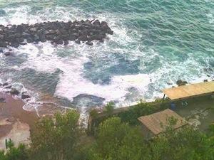 Schiuma in mare a Vico: è allarme