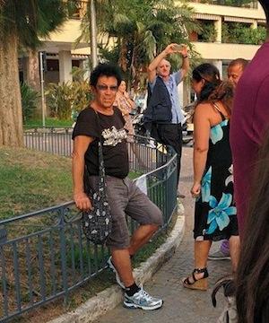 Anche Edoardo Bennato alla veglia per l'albero di piazza Lauro
