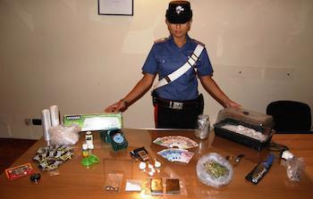 Ischia: Spaccio di droga ai turisti, arrestato insospettabile