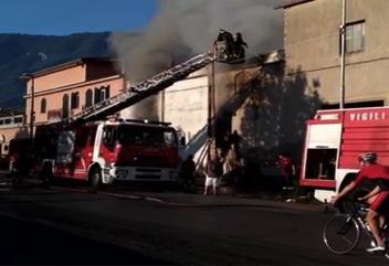 fiamme-castellammare2