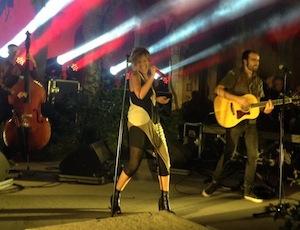 Musica e solidarietà: Irene Grandi, stella del chiostro di San Francesco -foto&video-