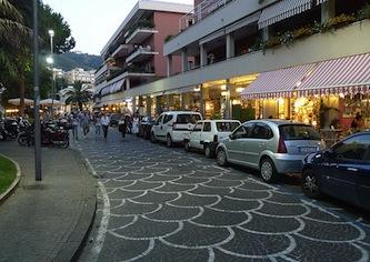 A piazza Lauro in scena artisti di strada e operatori itineranti
