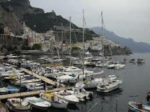 Sparatoria al porto di Amalfi