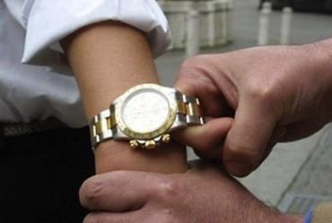 Scippo a Massa Lubrense: portato via un Rolex dal polso di una donna