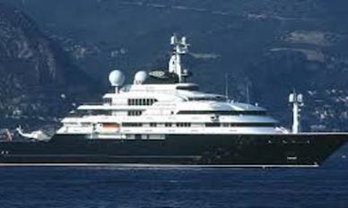 Castellammare, mega yacht di 70 metri multato di 5mila euro