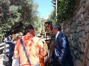 Metanizzazione, il sindaco Tito segue i lavori sulla strada di Alberi