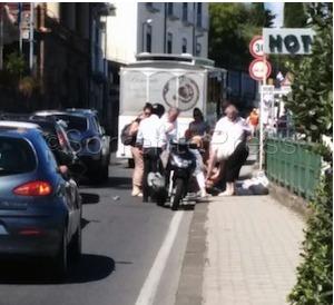 Si sente male in strada, soccorsa dal personale del tram turistico