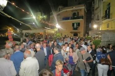 """Tradizioni, profumi e colori: Marina Grande nella notte della """"Sagra del pesce"""""""