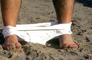 Si masturba sulla spiaggia di Meta, denunciato un 50enne