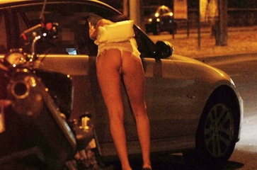 Picchiano e rapinano una prostituta: 4 giovani di Castellammare arrestati