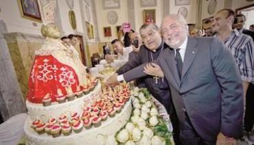 "Antonio Cafiero dona al cardinale Sepe la ""Torta San Gennaro"""