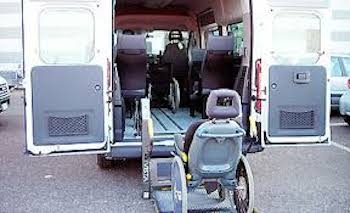 Trasporto scolastico disabili, interviene un'associazione