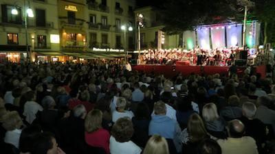 Piazza Tasso gremita per il bicentenario dei carabinieri