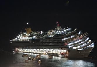 """Costa Concordia, Schettino attacca: """"Si può comandare anche da una scialuppa"""""""
