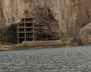 Demolizione ecomostro di Alimuri, il sindaco di Meta consente l'accesso all'area
