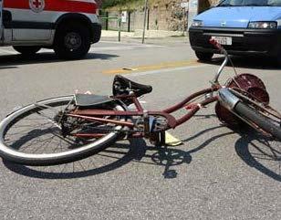 Ciclisti contromano, pericolo costante