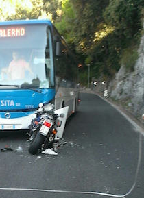 incidente-maiori-moto-bus