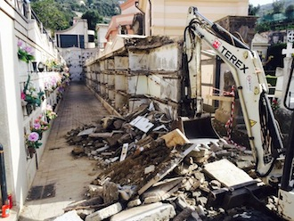 Loculi demoliti al cimitero di Sorrento, pronta la class action