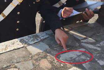 """Scrive """"Portugal"""" su un marmo di Pompei: turista 26enne denunciata"""
