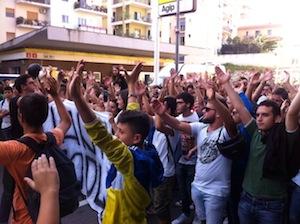 """Studenti in sciopero per le strade di Sorrento: """"Non c'è futuro senza lavoro"""""""