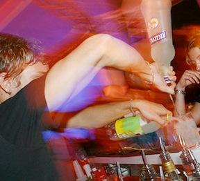 Halloween, blitz della finanza nei locali della movida: due minorenni pizzicati a bere alcolici