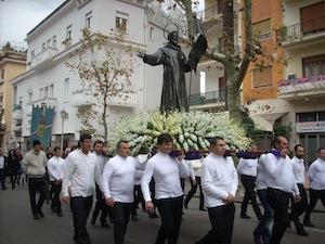 La statua di Sant'Agnello torna in piazza