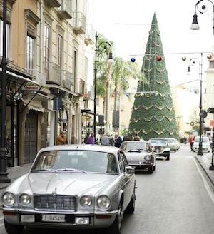 Tour della Penisola 2014: auto d'epoca sfilano per le strade della costiera