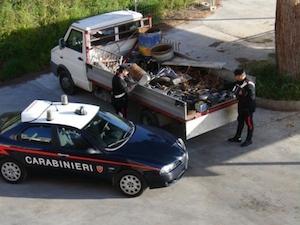 Raccolta non autorizzata di rifiuti speciali, due persone denunciate a Castellammare