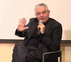 Il teologo don Gennaro Matino presenta i suoi libri a Sorrento