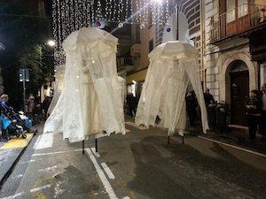 La magia del Natale a Sorrento con gli artisti di strada