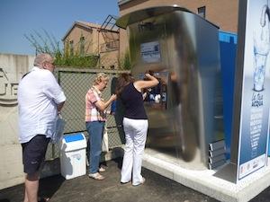 Meta a rifiuti zero con i distributori di acqua potabile in città