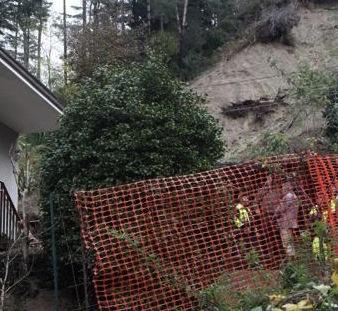 Pioggia e vento forte: a Sant'Agnello crolla una facciata di una casa antica