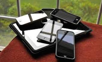 Truffatore in azione, vendeva smartphone fasulli