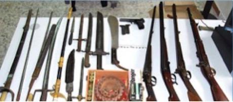 Armi e droga in casa, denunciati madre e figlio