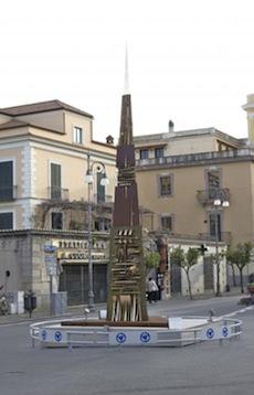 """A Sorrento l'arte di """"Arnaldo Pomodoro. Rive dei mari"""""""