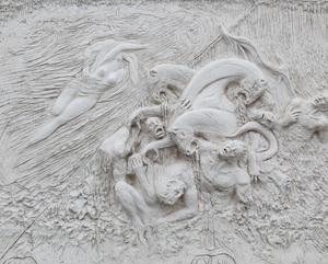 """Migliaia di scatti per """"l'Inferno di Dante"""" nella  Villa Comunale"""